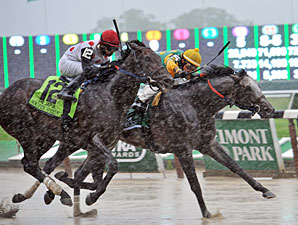 Souper Speedy (left) wins the 2013 Jaipur via disqualification.