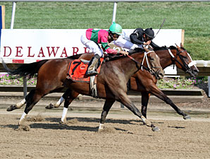 Strike the Moon Facing 10 in Monmouth Oaks