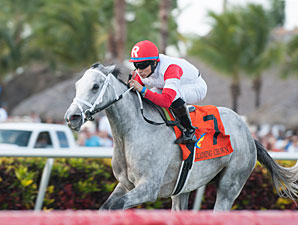 Starsilhouette wins the 2012 Claiming Crown Tiara.