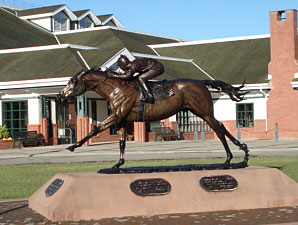 Seabiscuit, Woolf Statue Unveiled in Canada
