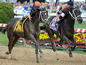 Stopchargingmaria (left) goes on by to win the 2014 Black-Eyed Susan.