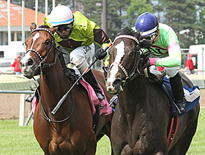 Stoupinator wins the 2015 Minnesota H. B. P. A. Distaff Stakes.