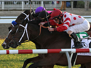 String King (black cap) wins the 2011 LA Champions Turf.