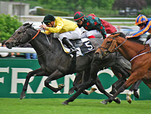 Style Vendome Stretches Out to Win Poulains