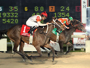 Superior Storm wins the 2010 Premier Night Distaff.