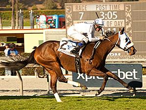 Susans Express win the California Cup Oaks.