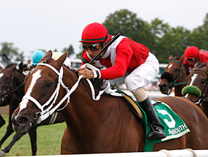 Suzzona wins the 2011 Candy Eclair Stakes.