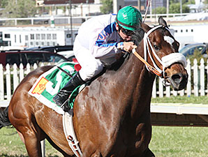 That's Who wins the 2015 Lineage Classic Stakes.