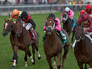 Trade Storm wins the Woodbine Mile.