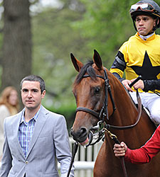 Twilight Eclipse wins the 2015 Man o' War Stakes.