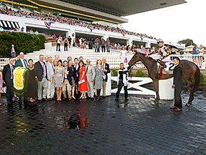 Watsdachances wins the 2015 Beverly D. Stakes.