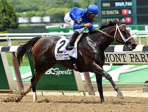 Wedding Toast wins the 2015 Ogden Phipps Stakes.