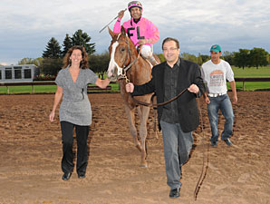 West Hills Giant wins the 2012 New York Breeders' Futurity.