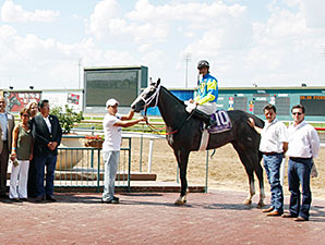 Worldventurer wins the 2012 TTA Sales Futurity.