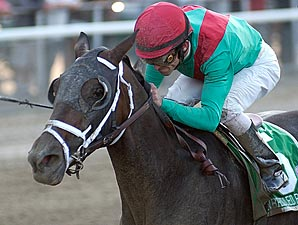 Unbridled Belle wins the 2007 Beldame.